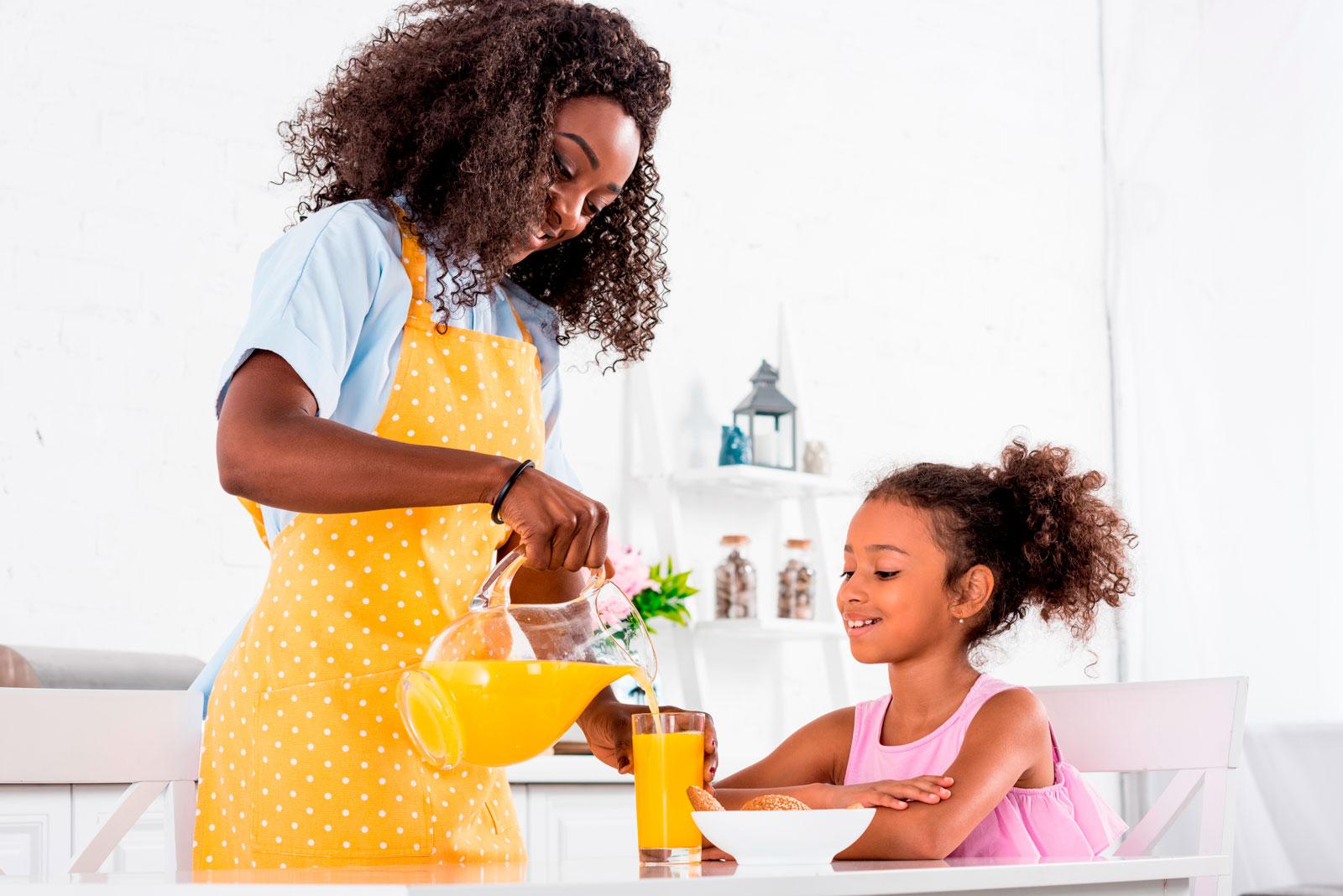 Novo estudo mostra que crianças e adultos que consumiram suco de laranja 100% tiveram dietas de melhor qualidade com mais flavonóides bioativos e sem efeitos negativos no peso corporal